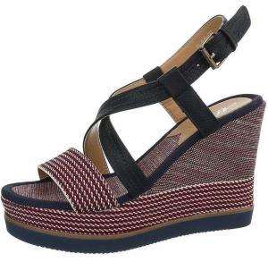 Dámske moderné sandále na kline