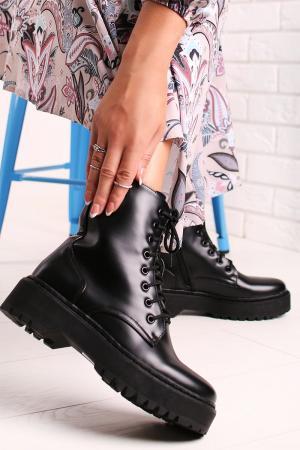 Čierne členkové topánky Delora